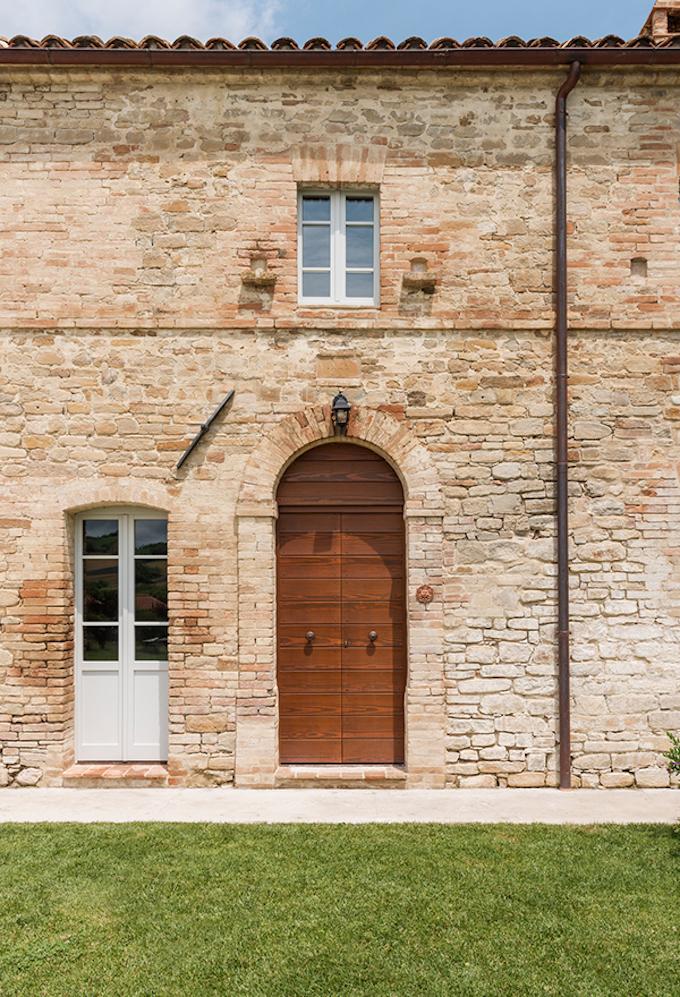 Beautiful Italian Villa in Tuscany by Roy David Studio
