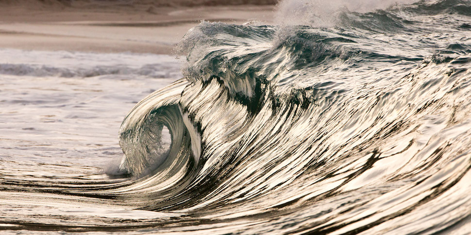 Photographer Pierre Carreau captures the beauty of Ocean Waves
