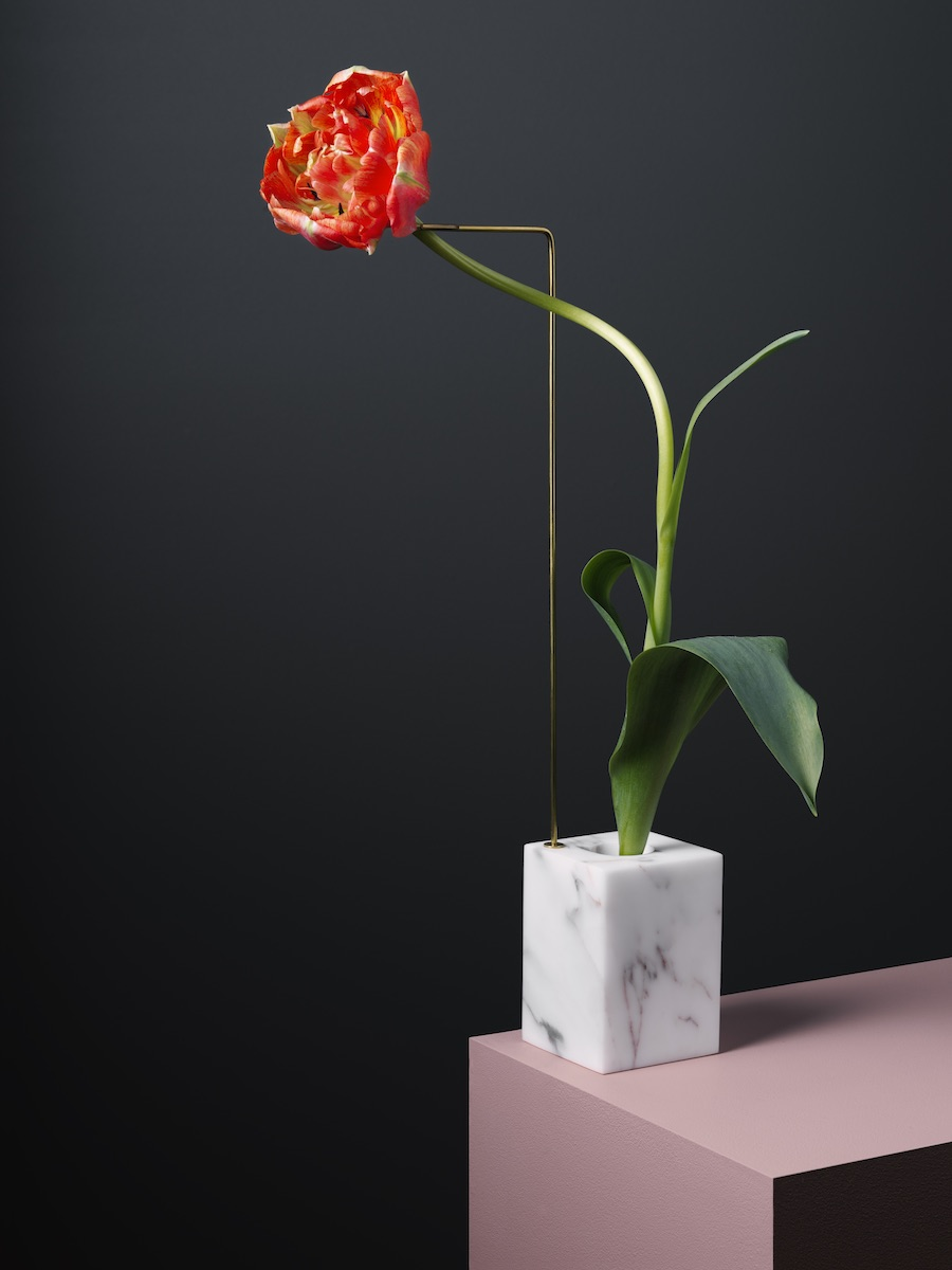 Posture Vases, is a captivating collaborative series of creative, minimal flower vases by Italy-based design team Bloc Studios and photographer Carl Kleiner.